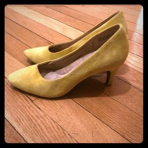 Yellow suede Aerosoles heels size 6.5